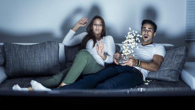 Noites quentes. 57% dos casais que veem séries juntos 'traem' parceiro