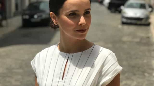 Atriz brasileira Débora Falabella espalha elegância pelas ruas lisboetas