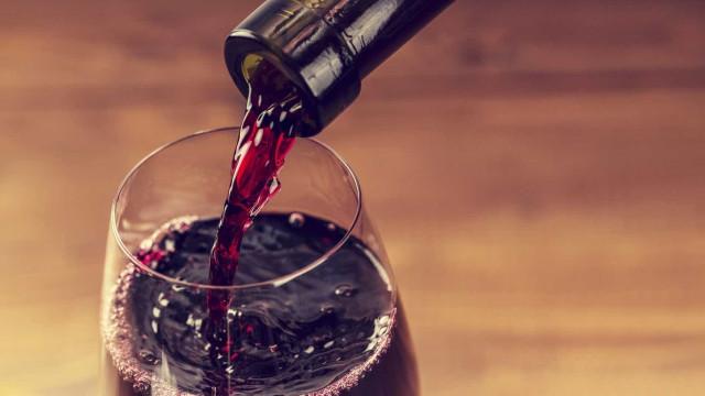 Segredo para exploração de Marte pode estar em beber… vinho tinto
