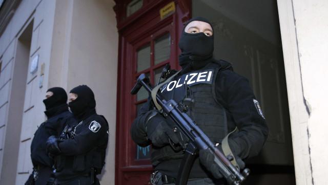 Polícia alemã prende seis suspeitos de ligações islâmicas extremistas