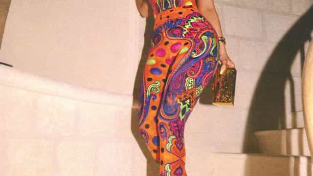 Kylie Jenner em modo 'musa da Versace'. Empresária exibe modelito vintage