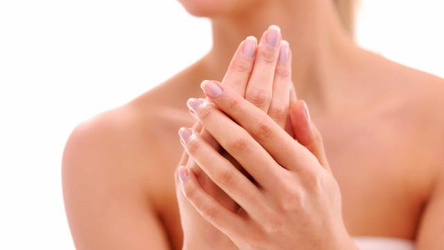 Sente um formigueiro constante nas mãos? Os dez possíveis motivos
