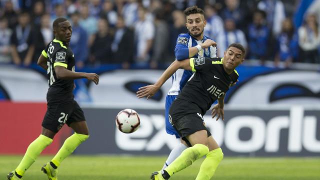 Carlos Vinícius já está em Lisboa para assinar pelo Benfica