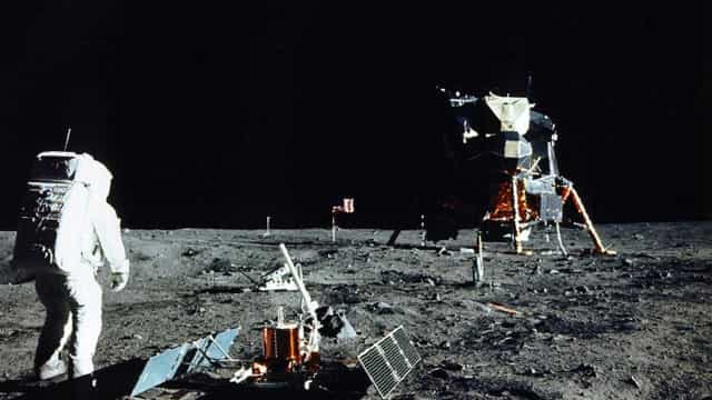 Aterragem na Lua: Guardou um jornal do dia e abriu-o agora, após 50 anos