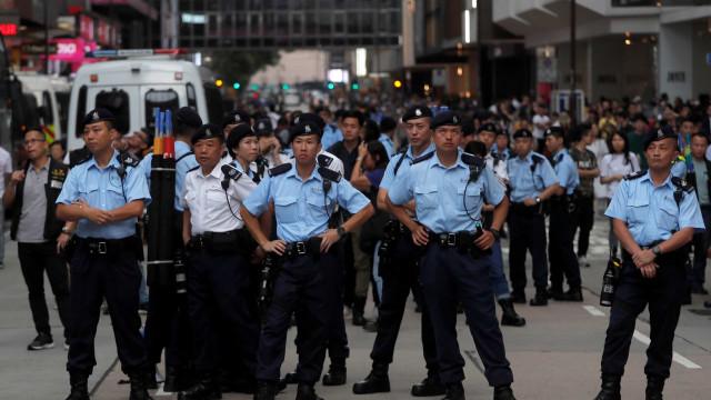 """Polícia de Hong Kong avisa que vai agir perante """"escalada de violência"""""""