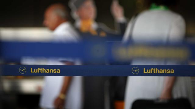 Lufthansa volta a voar para o Cairo um dia após suspensão de ligações