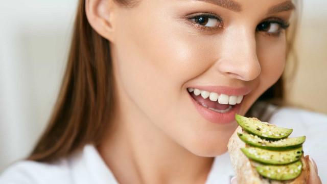 Afinal, quantas calorias tem um abacate? É realmente saudável?