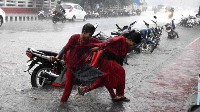 Monções na Ásia do Sul já mataram mais de 650 pessoas