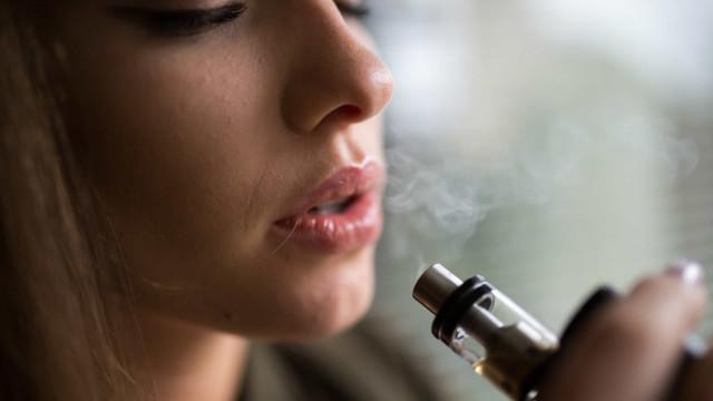 O fumo mata. Cigarro eletrónico eleva risco de AVC e enfarte fulminante