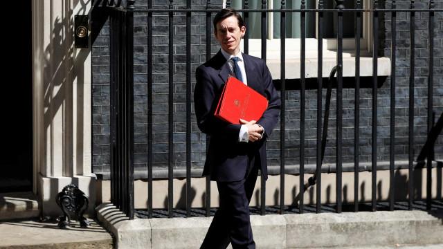 Ministro Rory Stewart também se demite após eleição de Boris Johnson