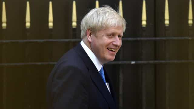 May despede-se de Downing Street e Johnson assume os comandos