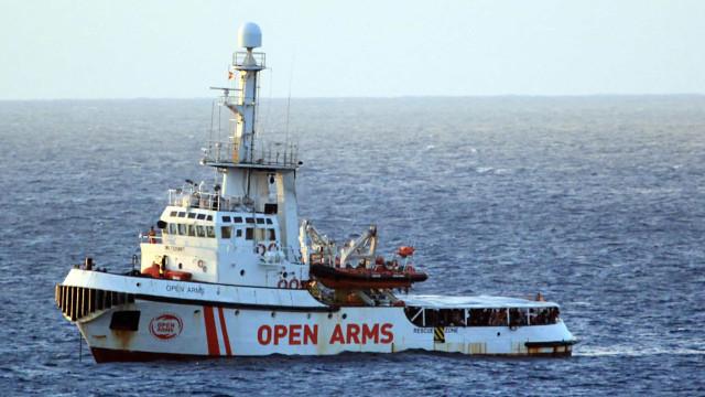 """Ao 16.º dia no mar, Open Arms fala de """"situação fora de controlo"""""""