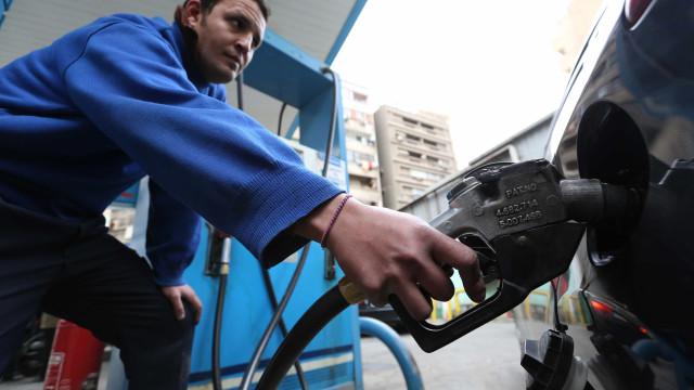 Se está a pensar abastecer, saiba que há quase 400 postos sem combustível