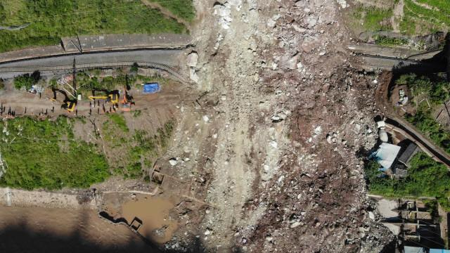 Deslizamento de terras fez quatro mortos na China. Há 13 desaparecidos