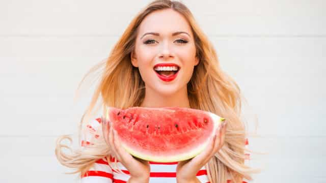 Seis benefícios de comer melancia todos os dias. Diga sim