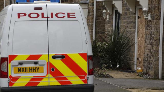 Polícias escaparam ilesos a explosão de bomba na Irlanda do Norte