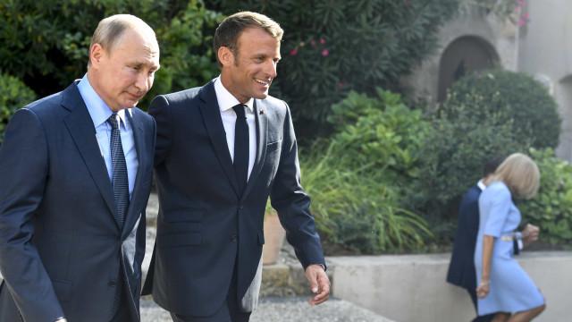Cessar-fogo deve ser respeitado em Idlib, diz Macron ao lado de Putin