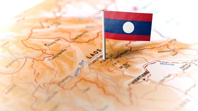 Treze cidadãos chineses morrem em acidente de autocarro no Laos