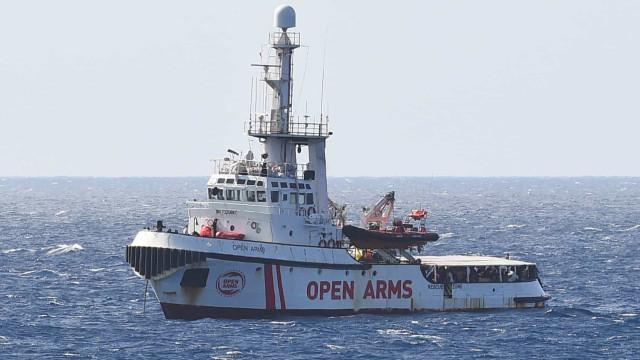 Open Arms: Itália propôs transportar migrantes se navio retirar bandeira