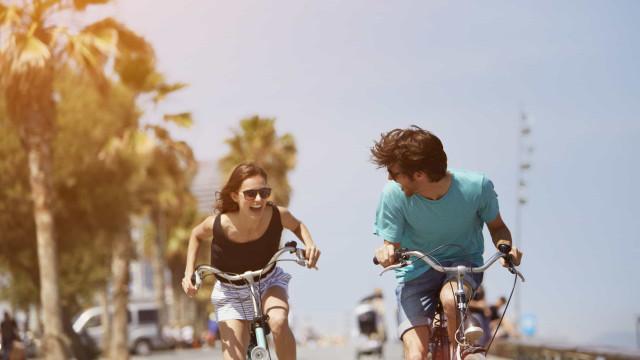 Gosta de andar de bicicleta? Dez conselhos para uma viagem segura