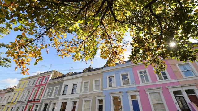 Moradores de Notting Hill estão fartos do Instagram. E deixam avisos