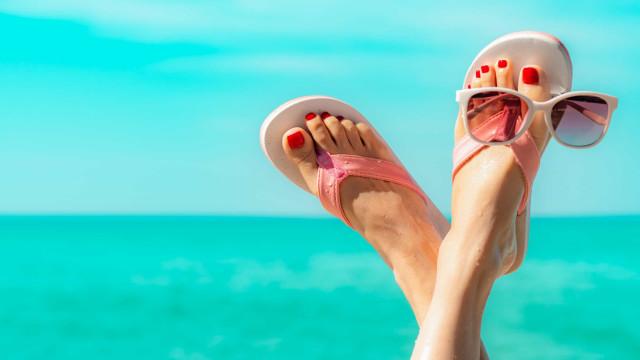 O calor aumenta e o risco de desenvolver pé de atleta também