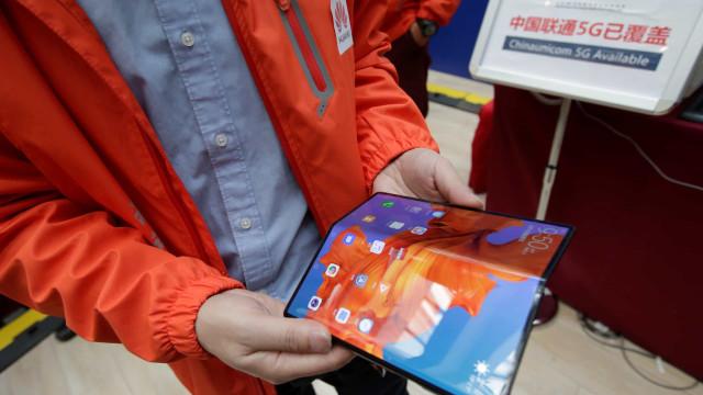 Huawei. Adiamento do smartphone dobrável pode levar a melhor desempenho
