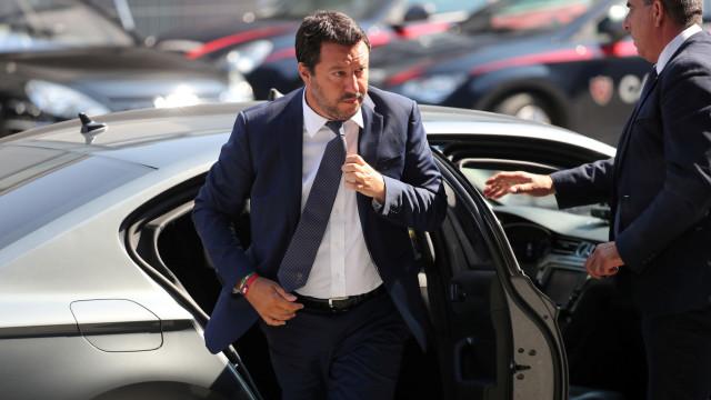 """Salvini responde às críticas e diz que """"faria tudo outra vez"""""""