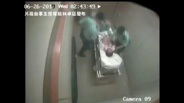 Dois agentes de Hong Kong detidos por agressão a homem amarrado à cama