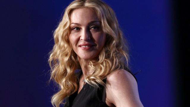 Madonna mostra momento de diversão ao lado das filhas gémeas