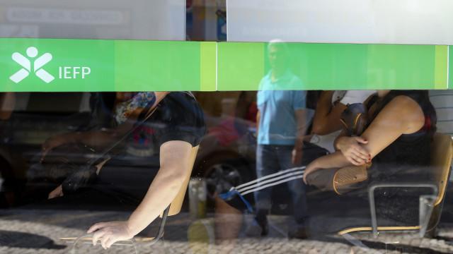 Desempregados inscritos no centro de emprego baixam para 297 mil em julho