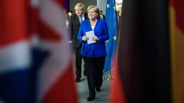 Merkel e Johnson consideram prematuro regresso da Rússia ao G7