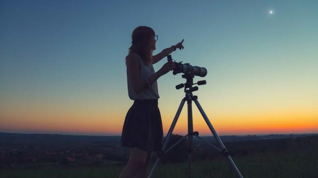 As apps que o vão ajudar a apreciar o céu noturno