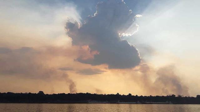 Bolsonaro diz que incêndios na Amazónia são criminosos. ONG são suspeitas