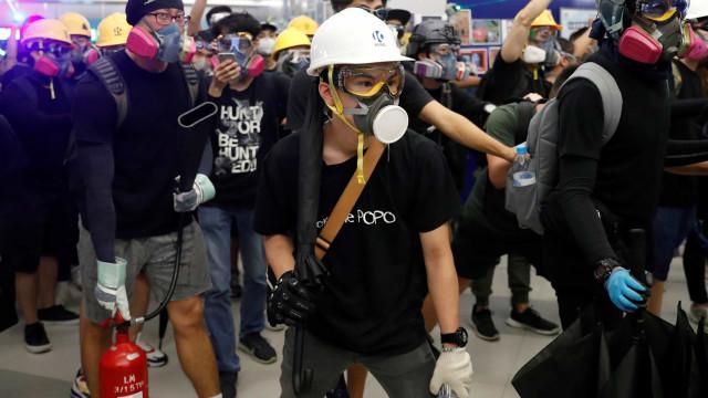 YouTube encerra canais de desinformação sobre protestos Hong Kong