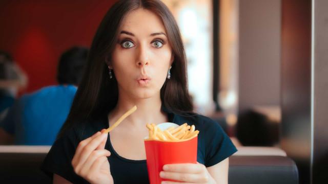 Maçãs, batatas fritas? Alimentos que parecem vegetarianos, só que não