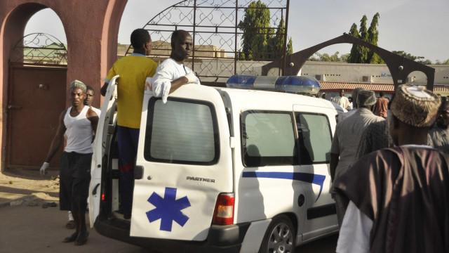 Colisão entre autocarro e camião faz 17 mortos e dois feridos na Nigéria