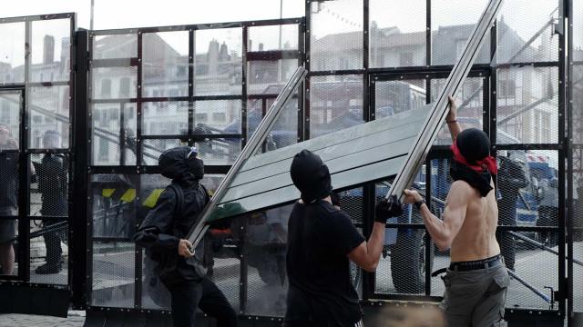 Quase 70 detidos por protestos contra a cimeira do G7