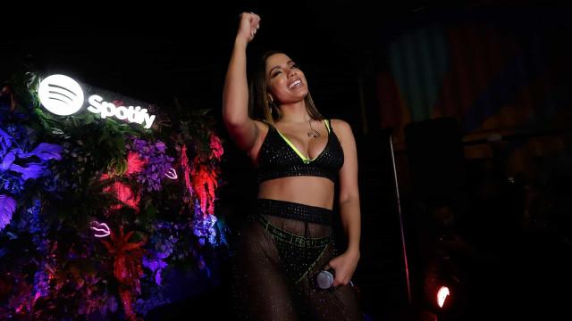 Anitta cumpre promessa e publica vídeo 'escaldante' a dançar em lingerie