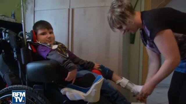 Morreu o menino que ficou paralisado após comer hambúrguer contaminado