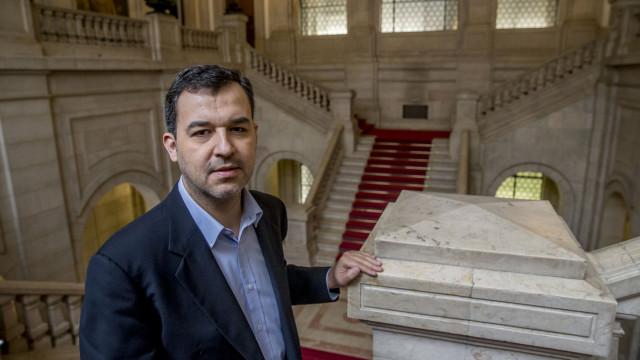 "Líder do PAN alerta que maioria absoluta ""afunila sistema democrático"""