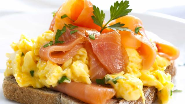 Nove alimentos ricos em vitamina D (Por que o verão já está a acabar)