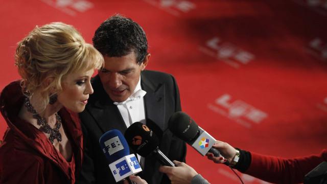 """""""Não estou casado com a Melanie, mas é da família"""", diz Antonio Banderas"""