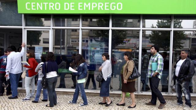 Número de desempregados inscritos no IEFP recuou 10% em agosto