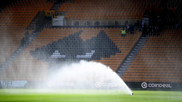 [0-0] Apito inicial no Molineux. Já se joga o Wolves-Sp. Braga