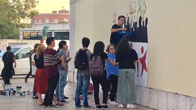 """Mariana Mortágua acusada de """"vandalização"""" devido a grafitti"""