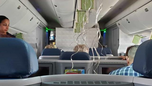 Pânico em avião da Delta após descida de nove mil metros em minutos
