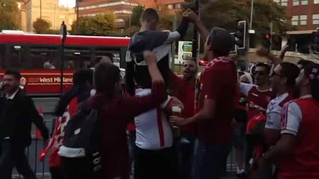 Gesto de adeptos do Braga com menino do Wolves tornou-se viral