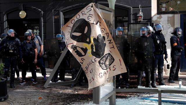 Incidentes e detenções em Paris à margem de manifestações