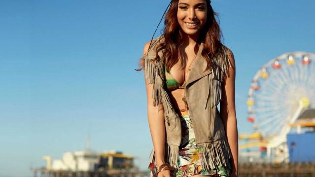 Anitta protagoniza dança sensual com calças de cerca de 1.400 euros